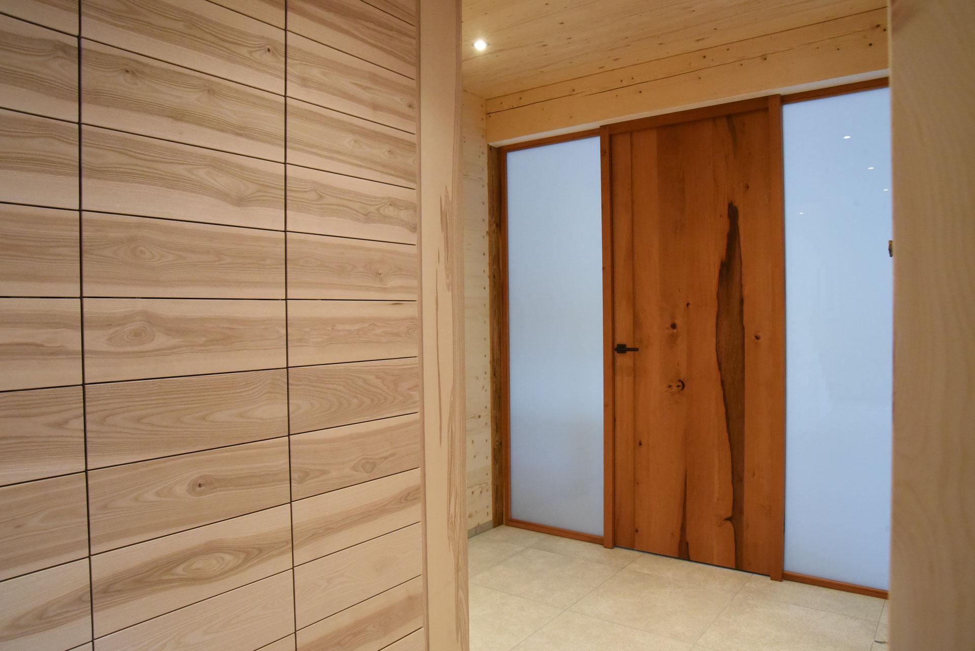 Massivholztür aus Birnbaum Mondholz