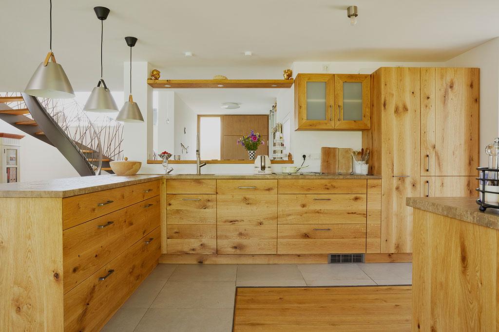 Massivholzküche Aufkirchen mit Bar
