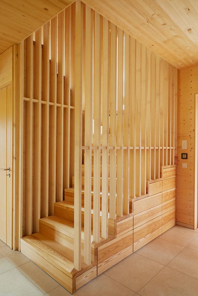 Treppe mit Schubladen als Stauraum